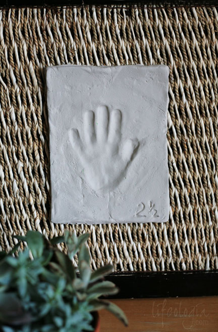 IMG_6265-clay-hand-print-easy-inexpensive-on-wicker