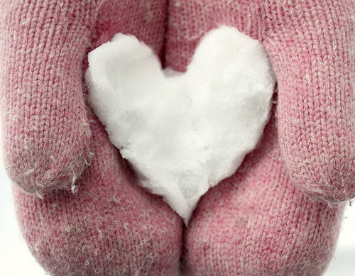 cozy,gloves,heart,pink,snow,wool-a28ea537c62a7912a135ec9ecdc95ae0_h